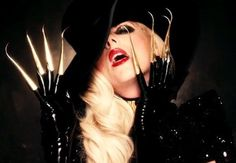 SOMEONE TELL ME WHERE TO GET THESE CLAWS IM DYINGGG  I love Maria brink she's actually my idol <3
