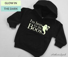 Are you going Trick or Treating or to a Halloween Party? Then why not had a bit of humour to the occasion with this Im Here For The Boos Halloween Hoodie. This cute ghost graphic and funny slogan makes unique Halloween costume and a great Halloween sweater or jumper. These Black Hoodies with their Glow in the Dark graphics are a great lightweight hoodie. They have a brushed effect for superior comfort and an extra soft feel, the fabric is reactive dyed which means colours will stay fresh… Halloween Jumper, Unique Halloween Costumes, Ghost Costumes, Ghost Ghost, Cute Ghost, Halloween Birthday, Halloween Halloween, Slogan Making, Funny Slogans