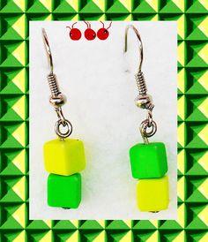 """""""Dédé"""" Boucles d'oreilles asymétriques Vert et jaune fluo (n°163) : Boucles d'oreille par les-arroumigues"""