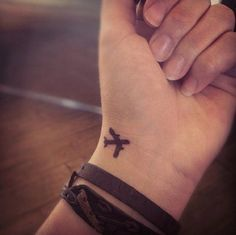 18 Small Wrist Tattoo For Teens