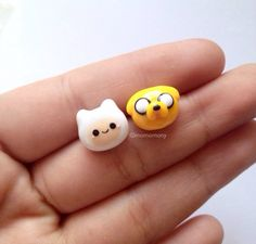 Adventure Time Earrings by momomony on Etsy Fimo Kawaii, Polymer Clay Kawaii, Fimo Clay, Polymer Clay Projects, Polymer Clay Charms, Polymer Clay Art, Polymer Clay Jewelry, Clay Crafts, Polymer Clay Miniatures
