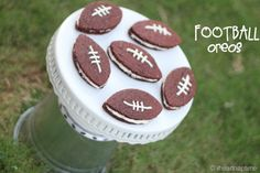 Homemade #oreos {football style} via iheartnaptime.net .These are perfect for #gameday! Everyone loves them!