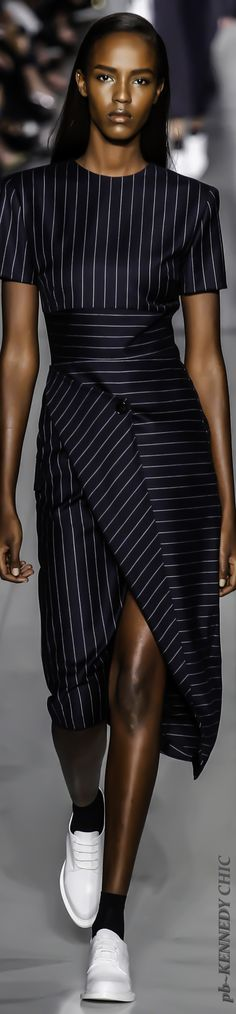 NYFW DKNY SPRING 2016. I feel it's redundant to mention the need for shoes :-):-) Why do they do that? !
