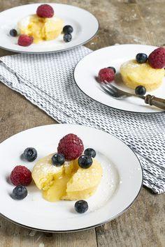 Lemon Lava Cakeje | Citroen moelleux | Paastoetje | via brendakookt.nl