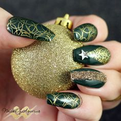 Products Used: OPI GelColor Christmas Gone Plaid, LeChat Heart of Gold, Mundo de Unas Gold, UberChic Christmas 02, UberChic 12-03, Swarovski CrystalPixie Sparkling Moments
