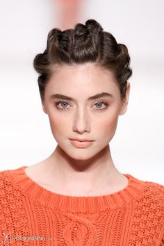 Simple & natural: bold brow, peachy cheeks, subtle brown eyeliner & a natural, light lip.