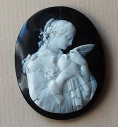 Lady with bird   Materials: agate  Date of the cameo: ca 1850  Origin: Italy                   Magnificent, even if broken and restored!