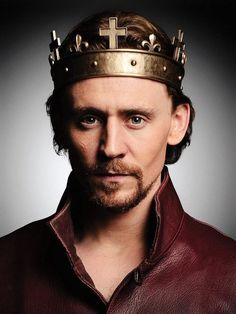 Tom Hiddleston ~ The Hollow Crown promotional image. Henry IV Part 1 is on tonight at PM, BBC Two. The Hollow Crown, Tom Hiddleston Quotes, Tom Hiddleston Loki, Toms, Hawkeye, Fortes Fortuna Adiuvat, King Henry V, King Tom, Renaissance