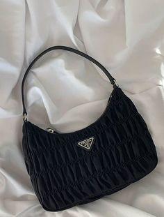 Stolen Inspiration: Fashion, Beauty and Lifestyle from New Zealand Look Fashion, Fashion Bags, Fashion Accessories, Womens Fashion, Hipster Accessories, Fashion Handbags, Fashion Ideas, Fashion Beauty, Winter Fashion