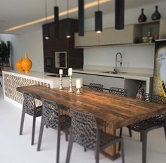 Chique e moderna esta cozinha! Modern Kitchen Interiors, House Design, Dining Room Decor, Trending Decor, Kitchen Living, Kitchen Room, Kitchen Remodel, Kitchen Cabinetry, Home Decor
