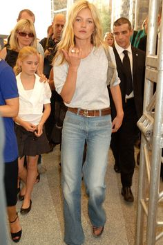 High-Waisted Flares Worn to a 2007 Topshop fashion show, were the perfect post-boho jean — and it wasn't long before they were knocked off everywhere from Zara to H&M. 90s Fashion, Fashion Show, Fashion Tips, Fashion Trends, Style Fashion, Classy Fashion, Petite Fashion, Curvy Fashion, Fashion Bloggers