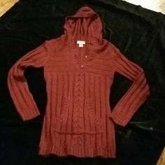 MAROON TOP/SWEATER LONG SLEEVES WITH HOOD, FRONT KANGAROO POCKET TEXTURED SWEATER. WORN ONCE. GOOD CONDITION! 100% ACRYLIC Arizona Jean Company Sweaters
