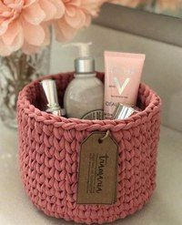 Ideas for crochet basket trapillo Diy Crochet Basket, Crochet Diy, Crochet Basket Pattern, Crochet Crafts, Yarn Crafts, Crochet Projects, Crochet Patterns, Crochet Bowl, Crochet Decoration