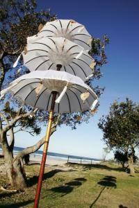 ♥ With love from Bali ♥    Deze prachtige kleurrijke Balinese tempel parasols zijn een echte eyecatcher.   Hippy Chicvoor op het strand,...