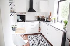 neue k che f r 1000 euro treppe renovieren renovierte k che und wohnung renovieren. Black Bedroom Furniture Sets. Home Design Ideas