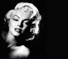 """""""Sans crier gare, l'amour fondit sur moi, m'enveloppa, me souleva dans les airs, me remit d'aplomb et je posai sur le monde un regard tout neuf, comme si je venais de naître."""" Confession inachevée de Marilyn Monroe"""
