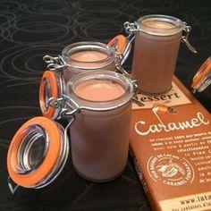 Panna cotta chocolat-caramel Ingrédients: – 470 grammes de crème liquide entière – 1 tablette de chocolat-caramel pâtissier – 2 feuilles de gélatine 1. Faire tremper les feuilles de gélatine dans l'eau froide 2. Verser la crème dans le bol du Thermomix®, et ajouter le chocolat cassé en carrés 3. Cuire 8 minutes / 80° / vitesse 2.5 4. A la …