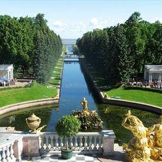El Palacio Peterhof, San Petersburgo, se inauguró el 15 de Mayo de 1723.