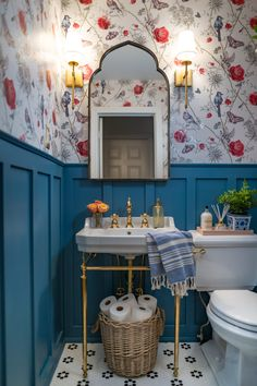 Maximalistic French Powder Room: One Room Challenge Week 6 REVEAL - Amidst the Chaos bathroom bathroomdesign wallpaper oneroomchallenge 215609900897222221 Bad Inspiration, Bathroom Inspiration, Bathroom Ideas, Vintage Bathroom Decor, Vintage Bathrooms, Bathroom Pictures, Home Interior, Interior Decorating, Interior Colors