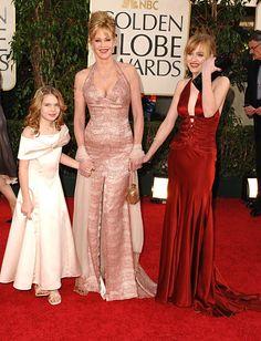 Mélanie Griffith avec ses filles Stella Banderas (à gauche) et Dakota Johnson...