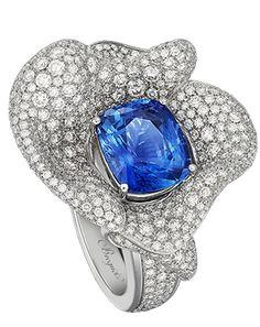 Les volants de la Reine, ring in white gold set with 489 brilliant-cut diamonds, ht