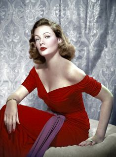 Gene Tierney, red dress and red fingernails.People thought my mom looked like Gene Tierney :) Hollywood Vintage, Old Hollywood Glamour, Golden Age Of Hollywood, Classic Hollywood, Hollywood Glam Dress, Gene Tierney, Glamour Hollywoodien, Vintage Glamour, 1940s Fashion