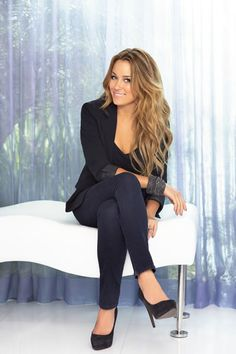 Jeans,blazer, and pumps.  When does Lauren Conrad not look fabulous?