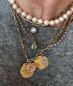 Spring 2019 trend is hidden in your closet: .- Frühling 2019 Trend versteckt sich in Ihrem Kleiderschrank: Zarte geschichteten…. – accesorie Spring 2019 trend is hidden in your closet: delicate layered. Gold Jewelry, Jewelery, Fine Jewelry, Jewelry Necklaces, Women Jewelry, Jewelry Making, Layering Necklaces, Pandora Jewelry, Pearl Jewelry