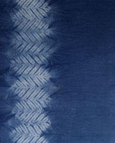 Aizome/shibori/indigo hand dye: Mokume (wood grain) shibori pattern by Little m Blue. - Marketing (invitation background for events? Shibori Fabric, Shibori Tie Dye, Shibori Techniques, Textiles Techniques, Bleu Indigo, Indigo Dye, Impression Textile, Diy Upcycling, Japanese Textiles