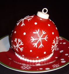 Christmas Ornament cake - Made using the Wilton Ball pan Christmas Cake Designs, Christmas Cake Decorations, Christmas Sweets, Holiday Cakes, Christmas Desserts, Christmas Baking, Wilton Cakes, Cupcake Cakes, Sweets