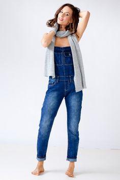 Latzhosen aus Denim Jeans errinern uns wieder an die Kindheit. 'Latz das Kind in Dir raus' xoxo