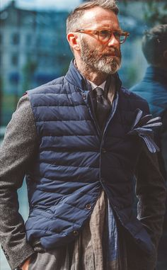 Fall layering inspiration with a navy quilted vest gray sweater white button up shirt gray tie gray linen scarf blue leather gloves. Mature Mens Fashion, Mens Casual Suits, Looks Style, My Style, Mens Trends, Classic Man, Gentleman Style, British Style, Well Dressed