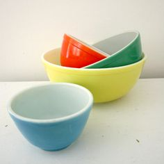 Classic Primary Vintage Pyrex Nesting Mixing Bowls