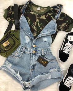 How to wear fall fashion outfits with casual style trends Teen Fashion Outfits, Cute Fashion, Look Fashion, Outfits For Teens, Girl Fashion, Girl Outfits, Jeans Fashion, Fashion Night, Night Outfits