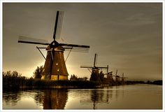 Travel to the Netherlands: Kinderdijk- Holland Windmills