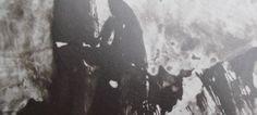 """Deux formes sombres dressées devant des falaises, telles les deux filles de Victor Hugo dans sa mémoire Lié au poème """"Mes deux filles"""", """"Les Contemplations"""", Victor Hugo."""