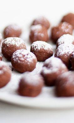 Tryffeli suklaasta ja mintusta – kurkkaa resepti! | Meillä kotona Christmas Inspiration, Sweet Recipes, Almond, Sweets, Cookies, Baking, Desserts, Food, Crack Crackers