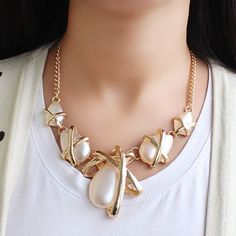 Delicate Faux Pearl Decorated Irregular Shape Pendant Necklace For Women