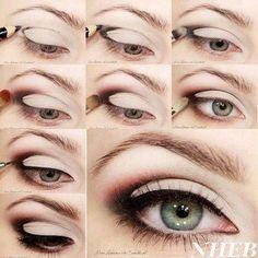Ashley Benson : son maquillage dramatique pour yeux bleus, étape par étape