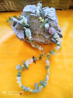 Χειροποίητο ενεργειακό κολίε με ακονόνιστες ημιπολύτιμες πέτρες πράσινης αβεντουρίνης , λευκού χαλαζία και αμέθυστου με σχέδιο αγγελάκια . Διαστάσης 85 εκ . Ιδιότητες :Έχει ισχυρή σύνδεση με το βασίλειο των αγγελών και συγκεκριμένα με τον αρχάγγελο Ραφαήλ και Μιχαήλ οπού μας συντονίζει και ενεργοποιεί την ακτίνα προστασίας με της δονήσεις και θεραπευτικές ποιότητες που υπάρχουν Jewelry, Jewlery, Jewerly, Schmuck, Jewels, Jewelery, Fine Jewelry, Jewel, Jewelry Accessories