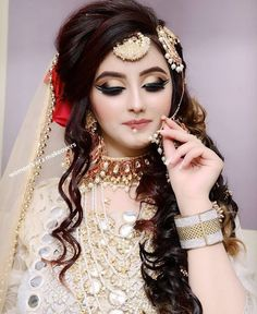 Ideas for pakistani bridal makeup nose rings Pakistani Bridal Hairstyles, Pakistani Bridal Makeup, Bridal Mehndi Dresses, Indian Wedding Makeup, Bridal Outfits, Pakistani Dresses, Bridal Makeup Images, Beautiful Bridal Makeup, Bridal Makeup Looks