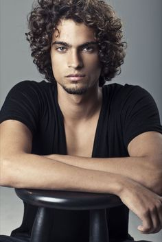 Frederico Lima, who is apparently a male model. I couldn't decide whether to put this under hot people or curly hair appreciation.
