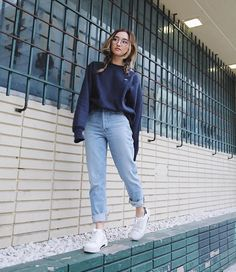 31 Coolest School Style Clothes for Girls with Simple Jeans. - Anna j - 31 Coolest School Style Clothes for Girls with Simple Jeans. 31 Coolest School Style Clothes for Girls with Simple Jeans. Legging Outfits, Komplette Outfits, Jean Outfits, Fall Outfits, Casual Outfits, Fashion Outfits, Hijab Fashion, Curvy Outfits, Korea Fashion