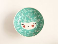 Ceramic serving bowl with character - handmade and unique - face bowl in Green Nil colour with tulips - MADE TO ORDER