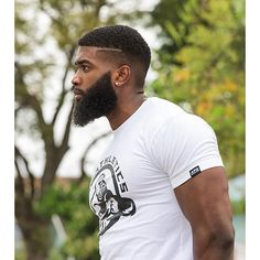 Dapper Short Hair And Full Beard Styles For Black Men Black Men Haircuts, Black Men Hairstyles, Beautiful Hairstyles, Curly Hairstyles, Hairstyles Haircuts, Black Men Beards, Handsome Black Men, Bart Styles, Sexy Bart