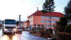 Někteří místní tvrdí, že částice azbestu se do školy v Želešicích dostaly z... Multi Story Building