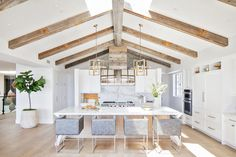 Brandon Architects along with Genova Custom Homes thoughtfully designed this craftsman inspired farmhouse in Corona del Mar, California. Vintage Display, Craftsman Farmhouse, Modern Farmhouse, Craftsman Style, Farmhouse Style, Farmhouse Decor, Layout Design, Beautiful Beach Houses, Wood Beams