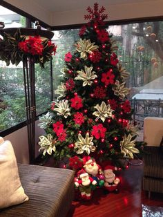 diy house holiday decoration ideas easy to do - page 36 ~ mantulgan.me : diy house holiday decoration ideas easy to do - page 36 ~ mantulgan. Rose Gold Christmas Decorations, Elegant Christmas Trees, Christmas Tree Themes, Noel Christmas, Christmas Tree Decorations, Holiday Decor, Christmas Poinsettia, Modern Christmas, Green Christmas