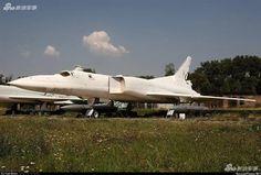 Trung Quốc nối lại ý định đặt mua oanh tạc cơ Tu-22M? Xem bài viết => Read post: https://vn.city/trung-quoc-noi-lai-y-dinh-dat-mua-oanh-tac-co-tu-22m.html #TintucVietNam - #VietNam - #VietNamNews - #TintứcViệtNam Trang Sina vừa đăng tải loạt ảnh về một chiếc Tu-22M2 đang được trưng bày tại bảo tàng với chú thích rằng có tin đồn họ quan tâm đến phương tiện này.  Tin tức Việt Nam, Thông tin tổng