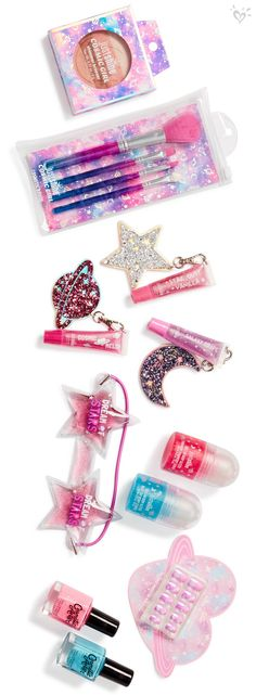 Sparkly, shimmery beauty must-haves she'll love to the moon and back! Sparkly, shimmery beauty must-haves she'll love to the moon and back! Make Up Kits, Kids Makeup, Cute Makeup, Hair Makeup, Beauty Makeup, Makeup Ideas, Makeup Shop, Unicorn Makeup, Unicorn Hair